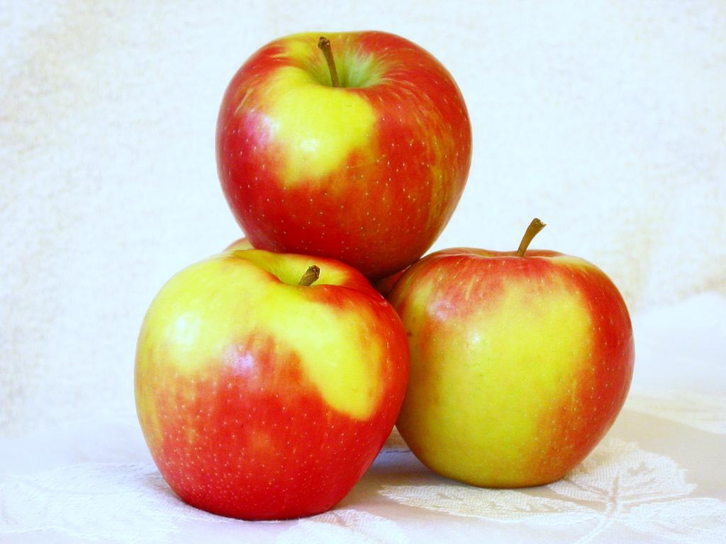 http://madaifu.info/wordpress/wp-content/uploads/2012/10/3_Pommes_Honeycrisp.jpg