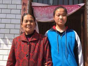 Dong Qinghua & grandma 270318
