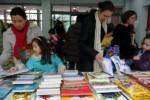 慈善义卖 ,得书献爱